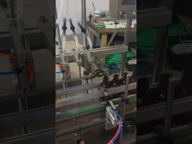 Riempitrice di liquidi per bottiglie a 4 teste